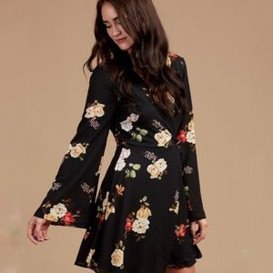 Altard state floral bell sleeve dress that'sa wrap